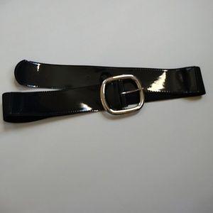 Black patent stretch belt size M